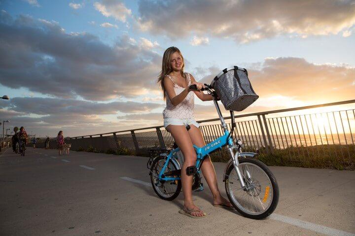 אופניים חשמליות - אחת המתנות הפופולאריות ביותר בקרב הדור הצעיר